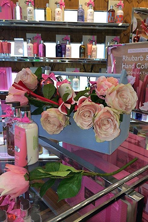 Molton Brown Rhubarb & Rose - Image 1