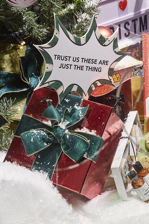 Fenwick Enjoy Your Christmas Shopping - Image 4